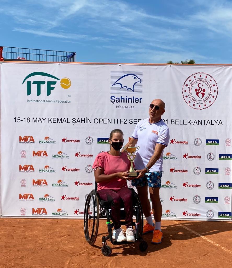Подмосковная спортсменка Виктория Львова одержала победу на международном турнире по теннису на колясках в Турции