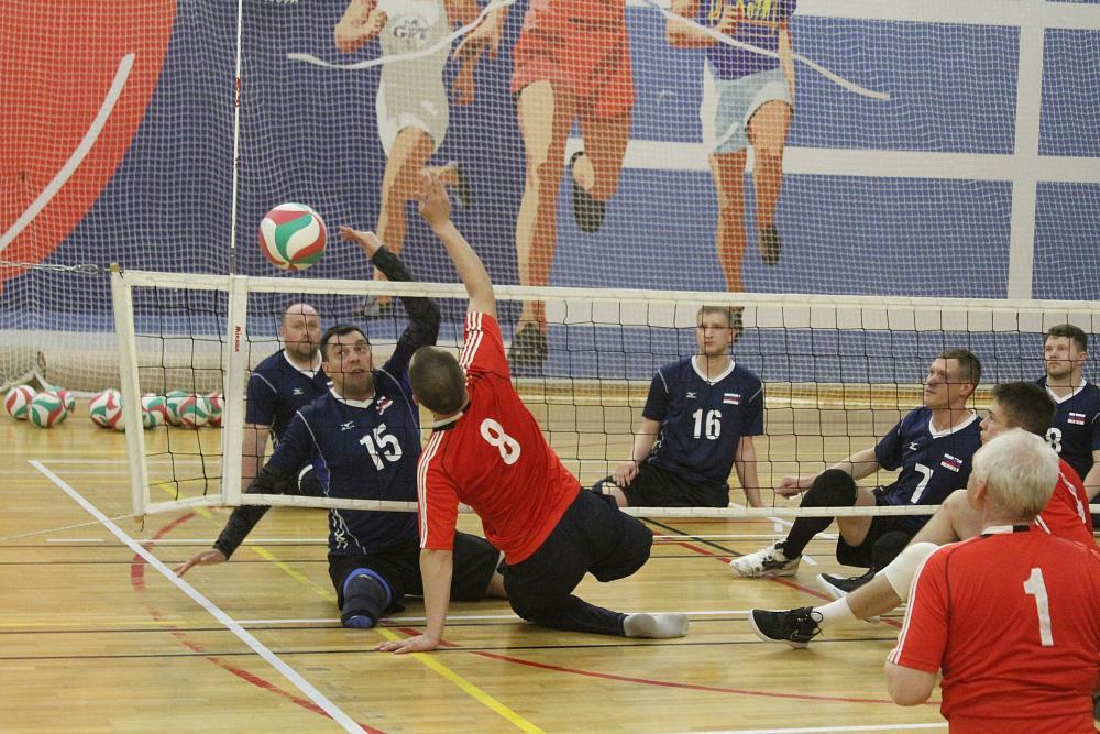 Мужская сборная Свердловской области и женская сборная москвы завоевали титулы чемпионов России по волейболу сидя